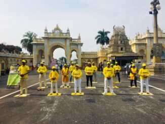 Falun Dafa during Dussehra festivities